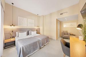 A bed or beds in a room at Hotel Almudaina