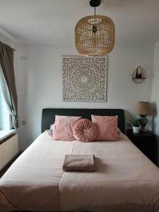 Een bed of bedden in een kamer bij Evy's place