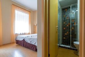 Кровать или кровати в номере Герцен Хаус