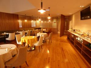 A restaurant or other place to eat at Avenida Boutique Hotel