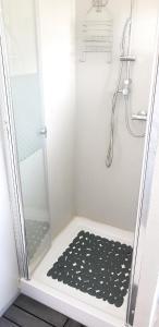 Salle de bains dans l'établissement Propriete d'une chambre a Athesans Etroitefontaine