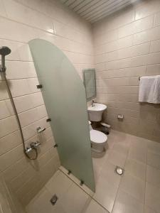 Um banheiro em Masaken Alyasmin