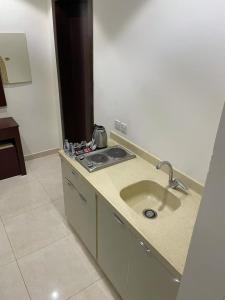 A cozinha ou cozinha compacta de Masaken Alyasmin