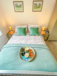 A bed or beds in a room at Inviting 1-Bed Apartment in Doncaster