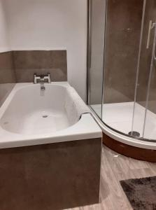 A bathroom at Charming 1-Bed Apartment in Kirkwall