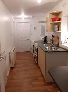 A kitchen or kitchenette at Charming 1-Bed Apartment in Kirkwall