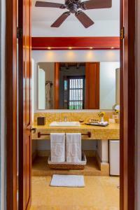 A bathroom at Hotel Quadrifolio