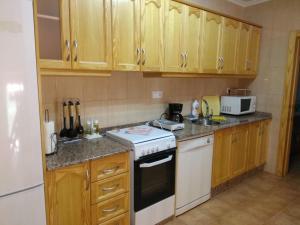 A kitchen or kitchenette at Casa Rural Ivan El Penas