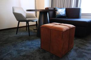 A seating area at Hyatt Regency Sacramento