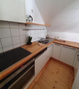 A kitchen or kitchenette at Levett