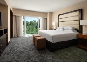 A bed or beds in a room at Hyatt Regency Sacramento
