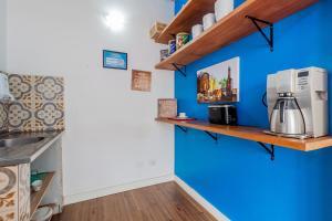 A kitchen or kitchenette at VivApp Club Suítes