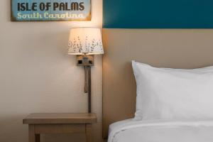 A bed or beds in a room at Seaside Inn - Isle of Palms