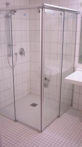A bathroom at NewLivingHome Residenzhotel Hamburg