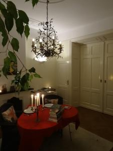 A restaurant or other place to eat at Boutiquehotel Sycamore - A Protected City View