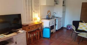 Cuisine ou kitchenette dans l'établissement Clos des Vignes Pampelonne Vineyard