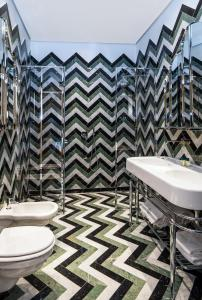 A bathroom at Hotel Calimala