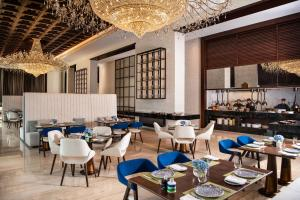 A restaurant or other place to eat at Al Jaddaf Rotana Suite Hotel