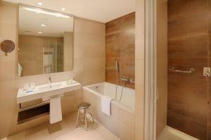 A bathroom at NH Orio Al Serio