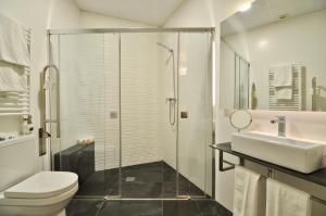 A bathroom at Apartamentos Córdoba Atrium