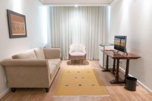 Uma área de estar em Plaza São Rafael Hotel