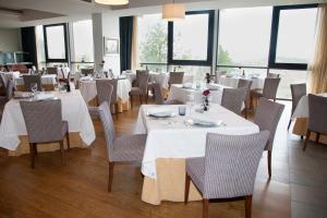 A restaurant or other place to eat at Parador de Soria