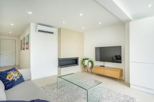 A television and/or entertainment centre at Giovannina N5