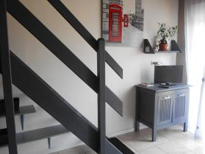 A television and/or entertainment center at Studio in Pedernec with furnished terrace and WiFi 25 km from the beach