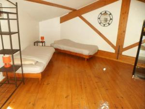 Un ou plusieurs lits dans un hébergement de l'établissement Maison de 5 chambres a Courzieu avec jardin amenage et WiFi