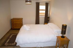 A bed or beds in a room at The Byre cottage