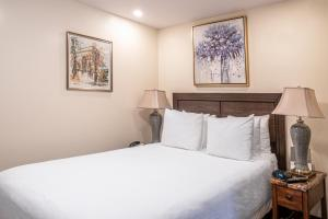 A bed or beds in a room at The Business Inn