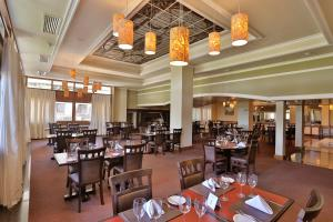 A restaurant or other place to eat at Tri Hotel