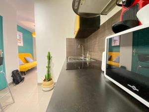 A kitchen or kitchenette at Happy Home☆Terrasse en ville☆Wifi-Netflix☆by AndersLocation