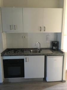 Een keuken of kitchenette bij Apartamentos Hg Cristian Sur