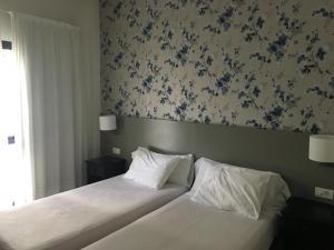 Een bed of bedden in een kamer bij Apartamentos Hg Cristian Sur