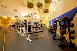 Villa Premiere Boutique Hotel & Romantic Getawayにあるフィットネスセンターまたはフィットネス設備