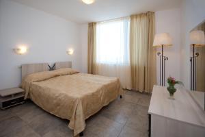 Легло или легла в стая в Merlin Club Hotel