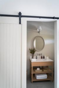 A bathroom at Cape Vue Country House