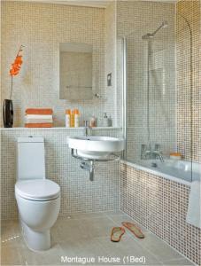 A bathroom at Montague House