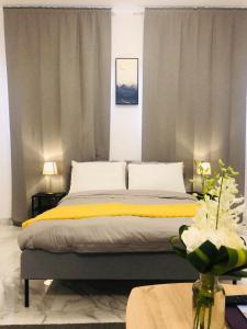 Cama ou camas em um quarto em استيديو اكاسيا Acacia Studio