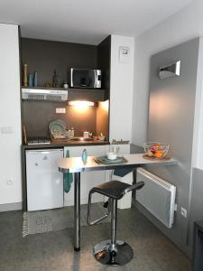 A kitchen or kitchenette at Résidence Néméa Marseille Timone