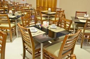 A restaurant or other place to eat at Capri Hotel