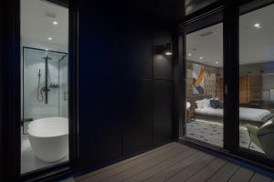 A bathroom at Hotel St.Thomas