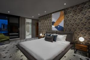 A bed or beds in a room at Hotel St.Thomas
