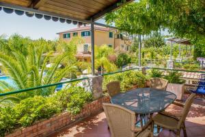 A balcony or terrace at Residence e B&B Villamirella