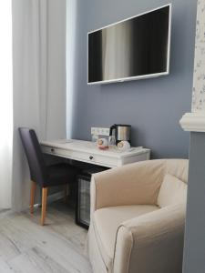 A television and/or entertainment center at Boutique Hotel Kugel Wien
