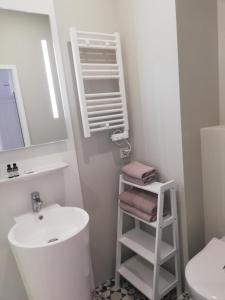A bathroom at Boutique Hotel Kugel Wien