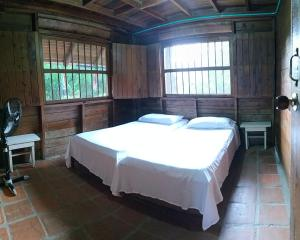 A bed or beds in a room at La Manguala
