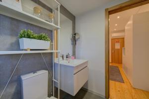 Uma casa de banho em PR Suites