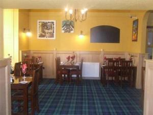 A restaurant or other place to eat at Hillside house hotel & restaurant